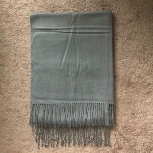 Accessories - Silky smooth gray cashmere scarf!